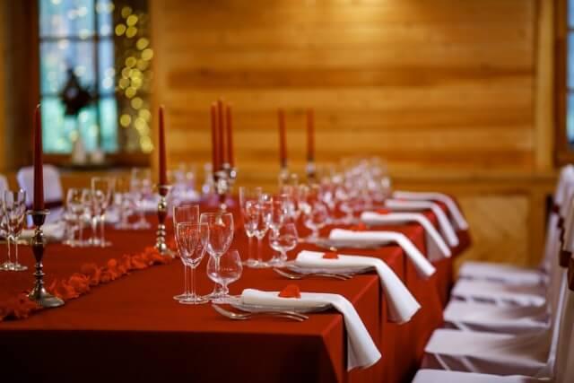 paserviruotas didelis stalas